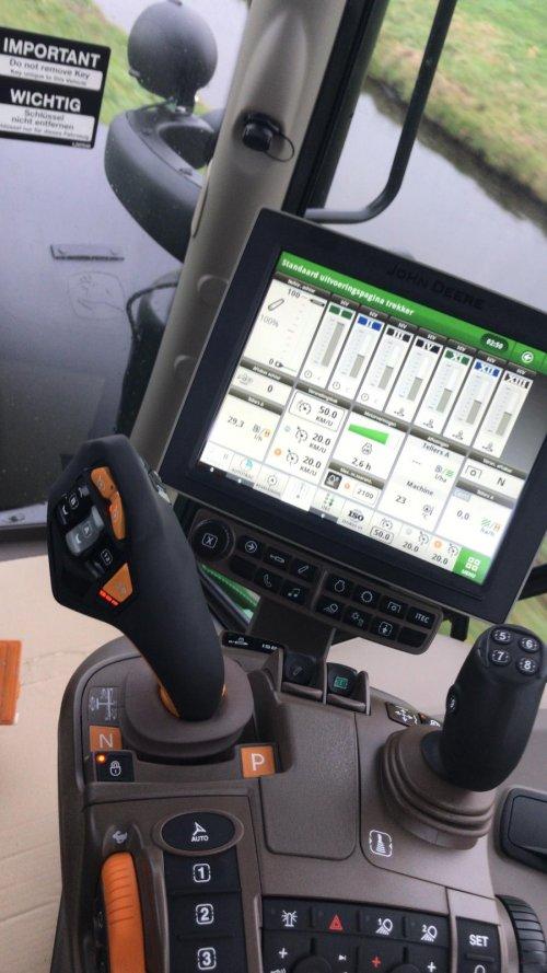 De nieuwe John Deere 6155r met command pro is gearriveerd bij de dealer. Geplaatst door gerrit power op 16-01-2019 om 20:59:20, met 52 reacties.