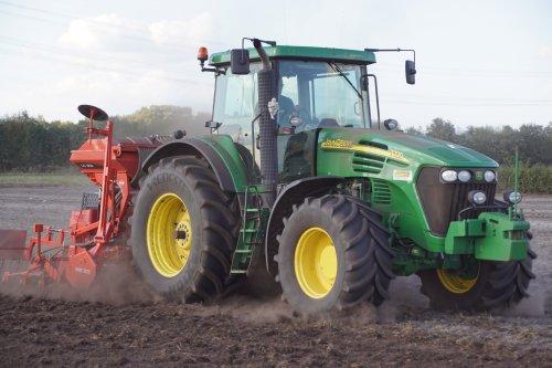 Foto van een John Deere 7720. Geplaatst door jans-eising op 25-01-2019 om 19:36:43, op TractorFan.nl - de nummer 1 tractor foto website.