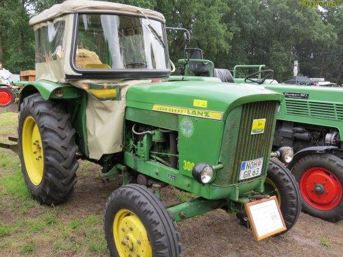 Foto van een John Deere Lanz 300  , oldtimerdag Itterbeck 2018. Geplaatst door oldtimergek op 01-02-2019 om 00:18:57, op TractorFan.nl - de nummer 1 tractor foto website.