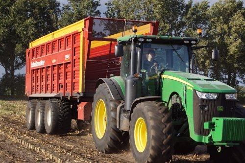 Foto van een John Deere 8335R. Geplaatst door jans-eising op 08-02-2019 om 15:47:24, op TractorFan.nl - de nummer 1 tractor foto website.