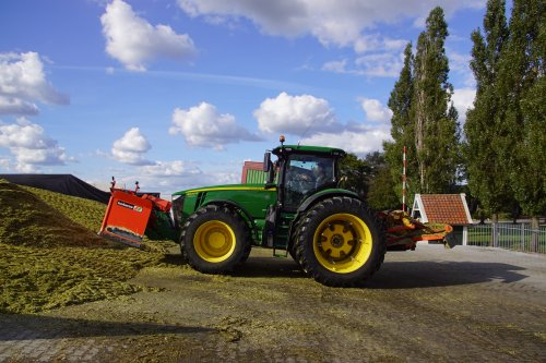 Foto van een John Deere 8400R. Geplaatst door jans-eising op 11-02-2019 om 19:52:47, op TractorFan.nl - de nummer 1 tractor foto website.