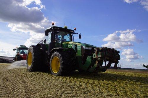 Foto van een John Deere 8295R. Geplaatst door jans-eising op 11-02-2019 om 19:53:28, op TractorFan.nl - de nummer 1 tractor foto website.