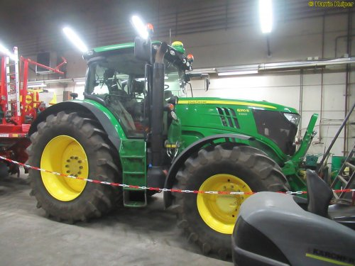 Foto van een John Deere 6210R. Geplaatst door oldtimergek op 12-02-2019 om 11:01:26, op TractorFan.nl - de nummer 1 tractor foto website.