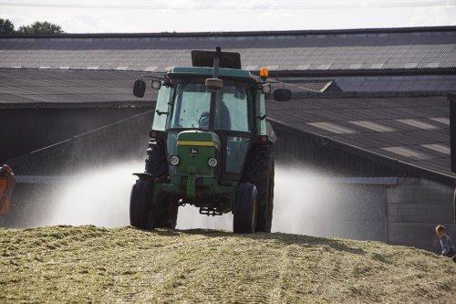 Foto van een John Deere 2850. Geplaatst door jans-eising op 12-02-2019 om 19:34:37, op TractorFan.nl - de nummer 1 tractor foto website.