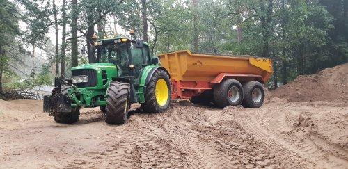 Foto van een John Deere 6430 Premium en Jako Tiger 180s. Geplaatst door josboy10 op 20-02-2019 om 22:00:23, op TractorFan.nl - de nummer 1 tractor foto website.