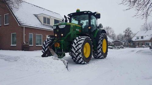 Altena nijeveen (Nijeveen) × op de foto met een John Deere 6170R.. Geplaatst door jans op 15-03-2019 om 23:42:48, op TractorFan.nl - de nummer 1 tractor foto website.