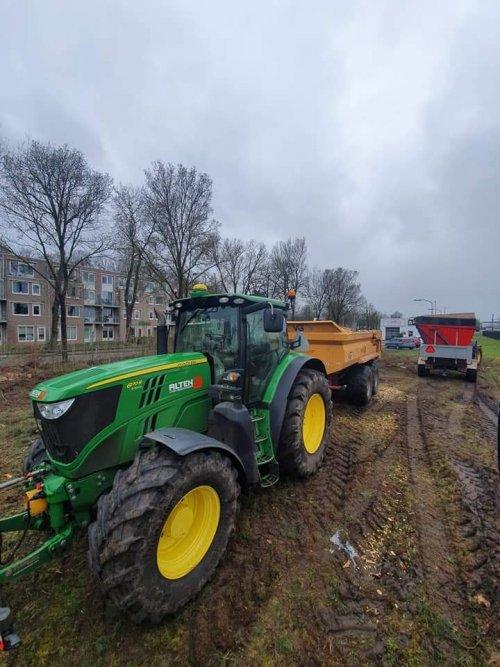 Foto van een John Deere 6170R van Altena nijeveen (Nijeveen) ×.. Geplaatst door jans op 15-03-2019 om 23:45:05, op TractorFan.nl - de nummer 1 tractor foto website.