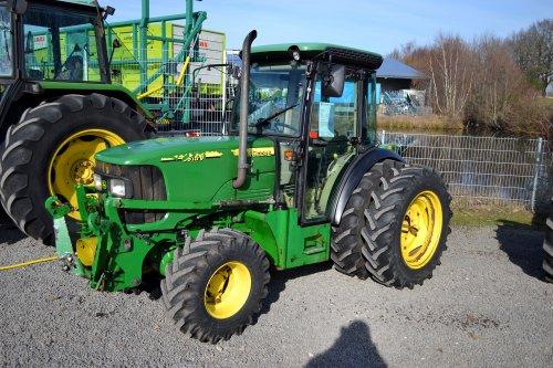 Foto van een John Deere 5615V. Geplaatst door Lucas Ensing op 26-03-2019 om 18:53:33, op TractorFan.nl - de nummer 1 tractor foto website.