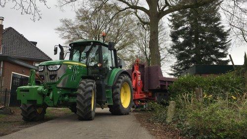 Foto van een John Deere 6125M. Geplaatst door Beunert740 op 28-03-2019 om 13:46:20, op TractorFan.nl - de nummer 1 tractor foto website.
