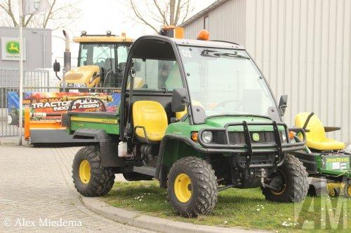 Foto van een John Deere Gator, opgebouwd als open laadbak.. Geplaatst door Alex Miedema op 04-04-2019 om 18:58:02, op TractorFan.nl - de nummer 1 tractor foto website.
