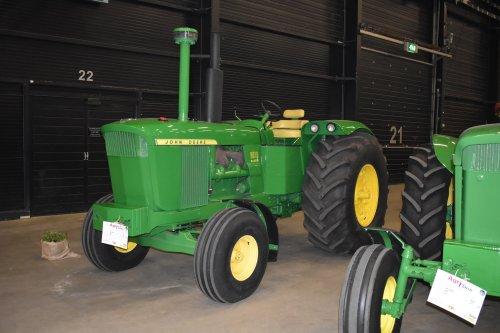 Foto van een John Deere 5010. Geplaatst door jordi 1455 op 06-05-2019 om 22:22:33, op TractorFan.nl - de nummer 1 tractor foto website.