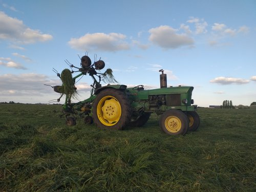 Het gras is er weer af, dinsdag schudden 👌. Geplaatst door Kidd op 11-05-2019 om 19:59:22, op TractorFan.nl - de nummer 1 tractor foto website.
