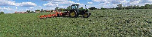 Foto van een John Deere 3050 met kuhn gf 10802. Geplaatst door cb6520 op 12-05-2019 om 16:38:18, op TractorFan.nl - de nummer 1 tractor foto website.