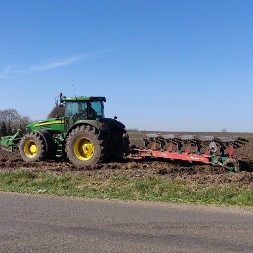 Foto van een John Deere 7820. Geplaatst door soren-christensen op 15-05-2019 om 14:04:04, op TractorFan.nl - de nummer 1 tractor foto website.