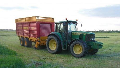 Loonbedrijf Rauw op de foto met een John Deere 6920 S en Schuitemaker nabij Achterberg.. Geplaatst door utwenters op 15-05-2019 om 21:06:59, op TractorFan.nl - de nummer 1 tractor foto website.