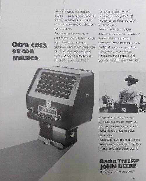 Foto van een John Deere Onderdelen. Reclame voor een John Deere radio, om te monteren op je tractor. Iemand dat dit ooit als optie heeft genomen, die dit kent of nog eentje echt zo heeft ? Ben benieuwd.