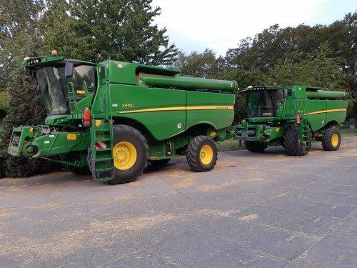 Foto van een 2x John Deere S 670i. Geplaatst door cb6520 op 02-07-2019 om 09:06:38, op TractorFan.nl - de nummer 1 tractor foto website.