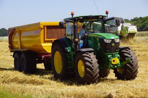 Foto van een John Deere 6190R. Geplaatst door jans-eising op 03-07-2019 om 20:41:49, op TractorFan.nl - de nummer 1 tractor foto website.