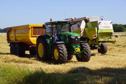 Foto van een John Deere 6190R. Geplaatst door jans-eising op 03-07-2019 om 20:41:52, op TractorFan.nl - de nummer 1 tractor foto website.