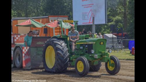 Foto van een John Deere 2030. Geplaatst door martijnbuijsse op 07-07-2019 om 20:53:55, op TractorFan.nl - de nummer 1 tractor foto website.