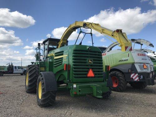 Foto van een John Deere 7980i ProDrive bij Ritchie Brothers, Saskatoon (Canada). Geplaatst door catfan55 op 12-07-2019 om 00:59:35, op TractorFan.nl - de nummer 1 tractor foto website.