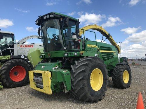 Foto van een John Deere 7980i ProDrive bij Ritchie Brothers, Saskatoon (Canada). Geplaatst door catfan55 op 12-07-2019 om 00:59:36, op TractorFan.nl - de nummer 1 tractor foto website.