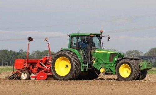 zaaien kan hij wel. Geplaatst door vrouw_van_hobbyboer op 28-07-2019 om 08:20:19, op TractorFan.nl - de nummer 1 tractor foto website.