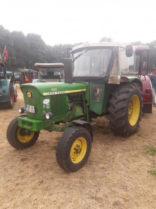 Foto van een John Deere 2030 in panningen. Mooie originele tractor. Op de cabine staat dieteg.ziet  er hetzelfde uit als een fritzmeyer.weet er iemand hoe dat zit?
