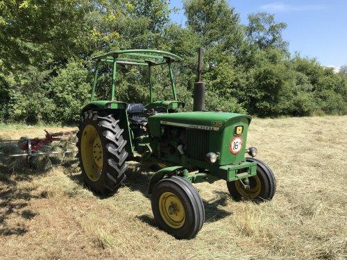 Foto van een John Deere 2030, gras/hooi schudden dit voorjaar Trekker is inmiddels verkocht.. Geplaatst door john deere 7810 op 31-07-2019 om 22:35:24, op TractorFan.nl - de nummer 1 tractor foto website.