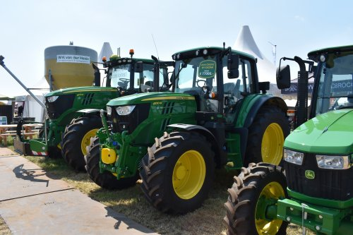 Foto van een John Deere 6130M. Geplaatst door jordi 1455 op 02-08-2019 om 23:02:51, op TractorFan.nl - de nummer 1 tractor foto website.