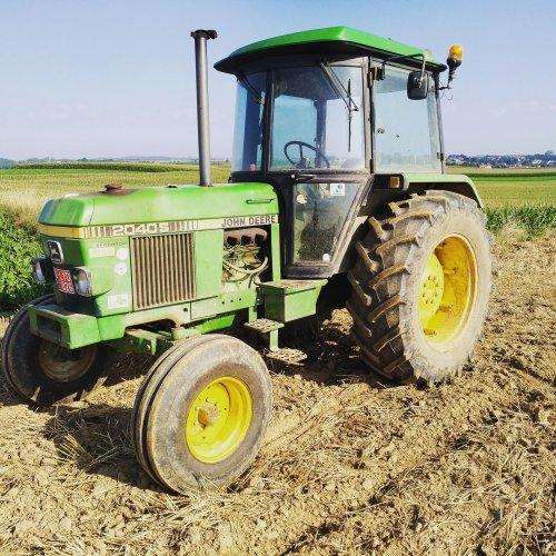 Foto van een John Deere 2040 S. Geplaatst door Theuny op 21-08-2019 om 10:25:19, op TractorFan.nl - de nummer 1 tractor foto website.