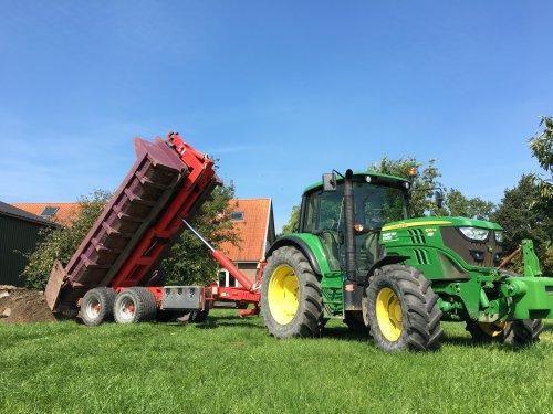 Foto van een John Deere 6125M. Geplaatst door Beunert740 op 22-08-2019 om 17:38:56, op TractorFan.nl - de nummer 1 tractor foto website.