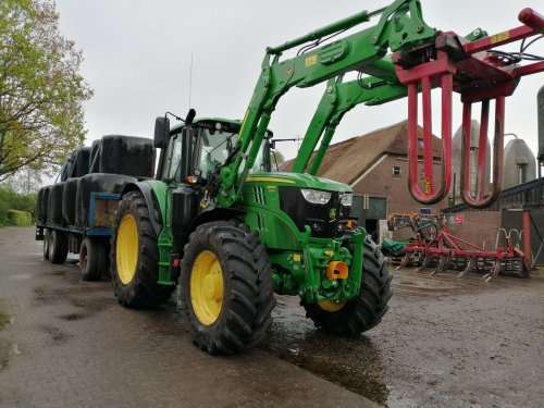 Foto van een John Deere 6145M. Geplaatst door Rickwagter op 29-08-2019 om 19:41:55, op TractorFan.nl - de nummer 1 tractor foto website.