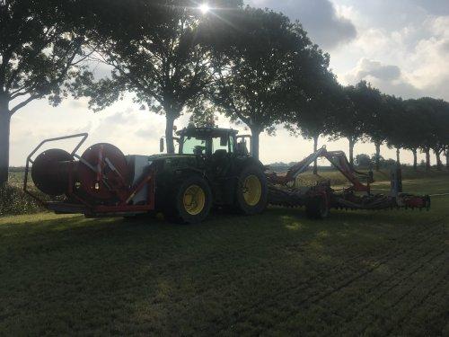 Seizoen op grasland zit er weer op met de John Deere 6155R nog 14 daagjes op bouwland en alles kan weer schoon winterslaap beginnen.