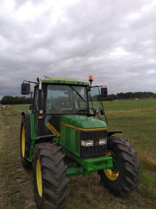Foto van een John Deere 6200. Geplaatst door Marcjohndeere op 01-09-2019 om 17:45:33, op TractorFan.nl - de nummer 1 tractor foto website.