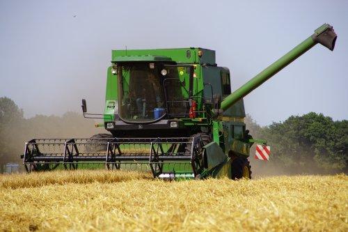 Foto van een John Deere Combine. Geplaatst door jans-eising op 12-09-2019 om 12:11:54, op TractorFan.nl - de nummer 1 tractor foto website.