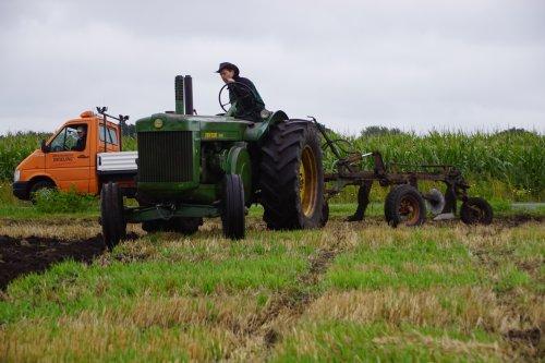 Foto van een John Deere R. Geplaatst door jans-eising op 13-09-2019 om 12:15:46, op TractorFan.nl - de nummer 1 tractor foto website.