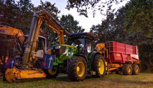 Op deze foto is Loonbedrijf Pelle (Hengevelde) × actief met een John Deere 6170R.. Geplaatst door deerefan op 20-09-2019 om 00:15:44, op TractorFan.nl - de nummer 1 tractor foto website.