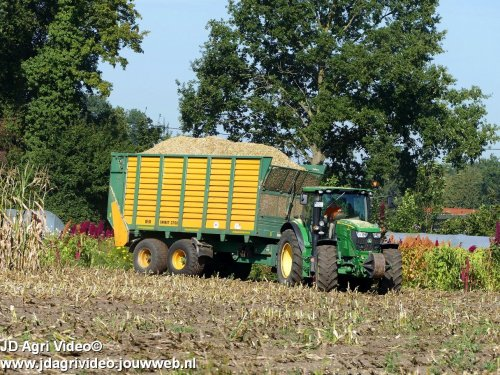 Foto van een John Deere 6140R , LU Meis uit Borken-Gemenkrückling (D) aan het mais hakselen. ZIE OOK DE VIDEO  https://youtu.be/TAVKt0E2bAs