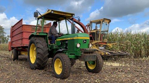 Foto van een John Deere 2130. Geplaatst door bob-te-lindert op 28-09-2019 om 16:05:23, op TractorFan.nl - de nummer 1 tractor foto website.