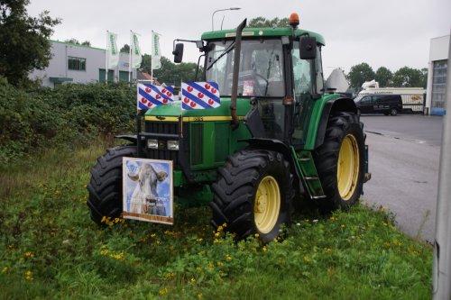 Foto van een John Deere 6510. Geplaatst door jans-eising op 01-10-2019 om 12:16:57, op TractorFan.nl - de nummer 1 tractor foto website.