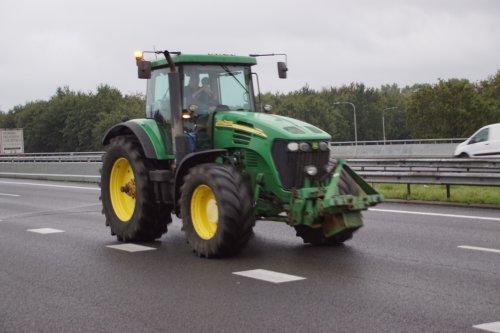 Foto van een John Deere 7720. Geplaatst door jans-eising op 01-10-2019 om 12:17:08, op TractorFan.nl - de nummer 1 tractor foto website.