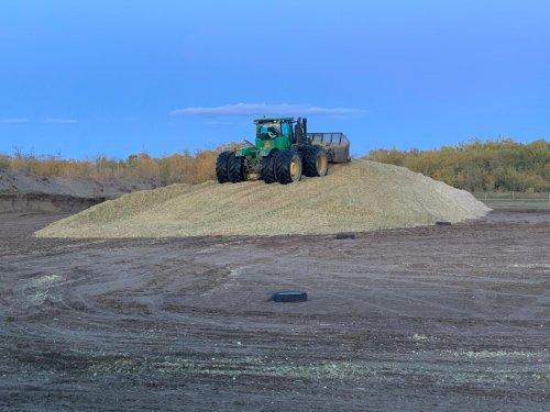 Foto van een John Deere 9360R met Grouser agpro 16 schuif. Geplaatst door catfan55 op 06-10-2019 om 15:56:40, op TractorFan.nl - de nummer 1 tractor foto website.