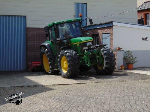 Daar sta je dan met je John Deere 6910 met lekke band.... Geplaatst door Han745XL op 08-10-2019 om 16:20:12, op TractorFan.nl - de nummer 1 tractor foto website.