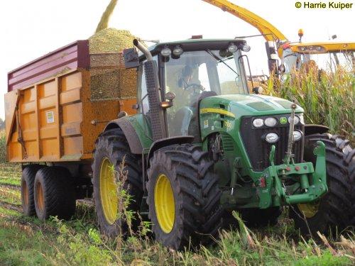 Hier zie je Loonbedrijf Gerrits (Zwinderen) × met een John Deere 7930.  14-10-2019 Zwinderen. Geplaatst door oldtimergek op 15-10-2019 om 10:23:38, op TractorFan.nl - de nummer 1 tractor foto website.