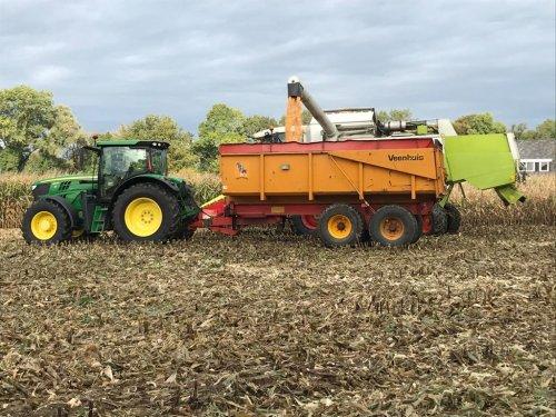 Foto van een John Deere 6140R. Geplaatst door joozt op 21-10-2019 om 21:04:28, op TractorFan.nl - de nummer 1 tractor foto website.