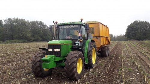 Foto van een John Deere 6400 2 dagen mais rijden dikke ritten. Geplaatst door johndeere6910forever op 26-10-2019 om 09:17:03, op TractorFan.nl - de nummer 1 tractor foto website.