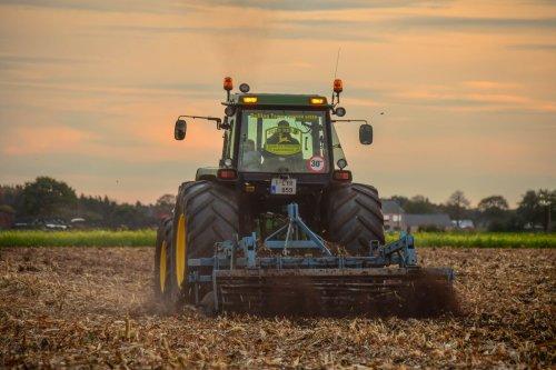 Foto van een John Deere 4050. Geplaatst door jd7920 op 26-10-2019 om 22:18:45, op TractorFan.nl - de nummer 1 tractor foto website.