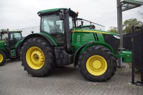Foto van een John Deere 7250R. Geplaatst door jans-eising op 29-10-2019 om 19:16:40, op TractorFan.nl - de nummer 1 tractor foto website.