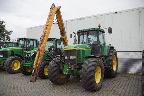 Foto van een John Deere 7710. Geplaatst door jans-eising op 29-10-2019 om 19:16:42, op TractorFan.nl - de nummer 1 tractor foto website.